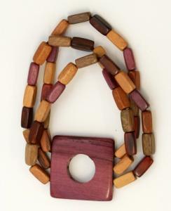 Armbänder aus Holz