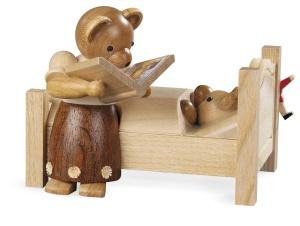 Mother bear tells bedtime stories