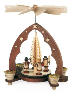 Pyramid gift-bringing angels, pointed arch