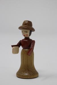 Historische Dame mit Tasche Padouk/Iroko