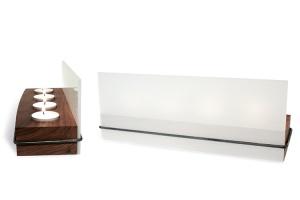 Nussbaumsockel mit 2 satinierten Acrylscheiben