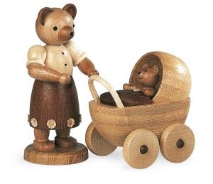 Bärenmutter mit Kinderwagen